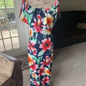 Maxi dress multi color floral. Off shoulders.